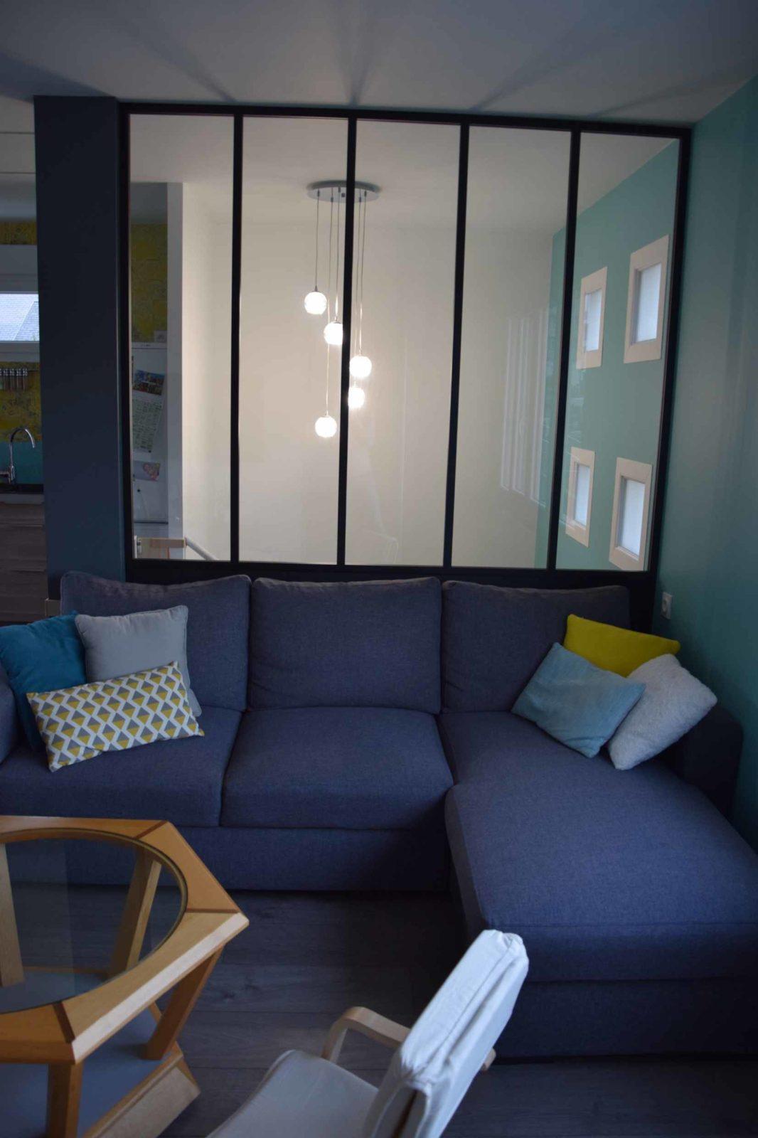 Verrière décorative et séparation de la cage d'escalier et le salon, en aluminium laqué noir et vitrage 33.2 transparent
